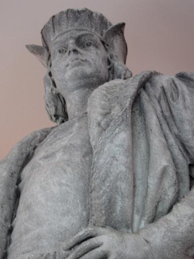 Columbus statue - face